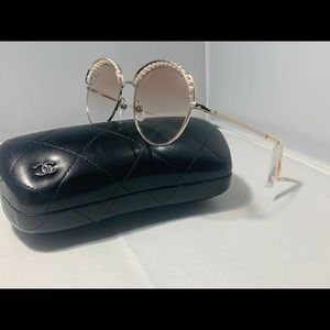 NEW $640 !! CHANEL PINK/GOLD PEARL Sunglasses 4246